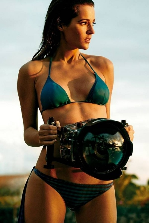 malena-costa-bikini-photos-gq-magazine-spain-june-2013-issue_5