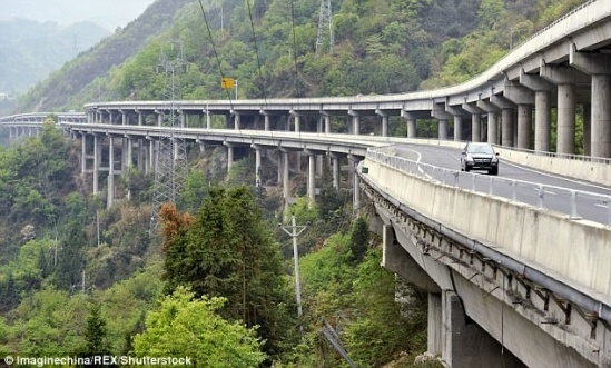 423F707F00000578-4686030-Incredible_bridge_It_boasts_the_world_s_highest_steel_pipe_concr-a-27_1499869287288