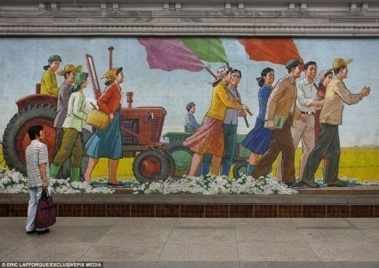 4328C12400000578-4781398-Lick_of_paint_A_North_Korean_looks_at_some_artwork_on_the_wall_o-a-6_1502445980050