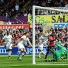 Swansea vs Manchester United (0-1, H1): Bailly lập công