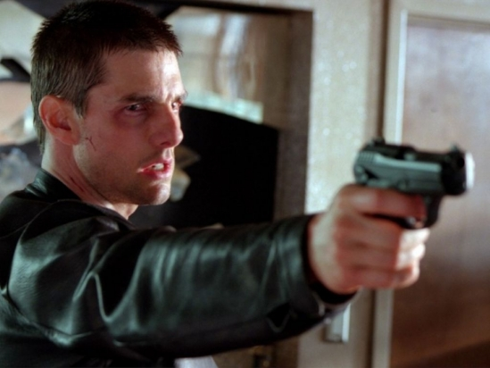 tom_cruise_pointing_gun_minority_report_wallpaper_-_1024x768