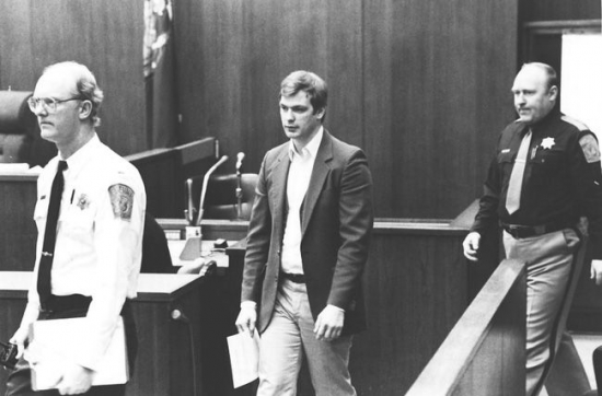 pay-jeffrey-dahmer-in-court-on-trial-1477045321954