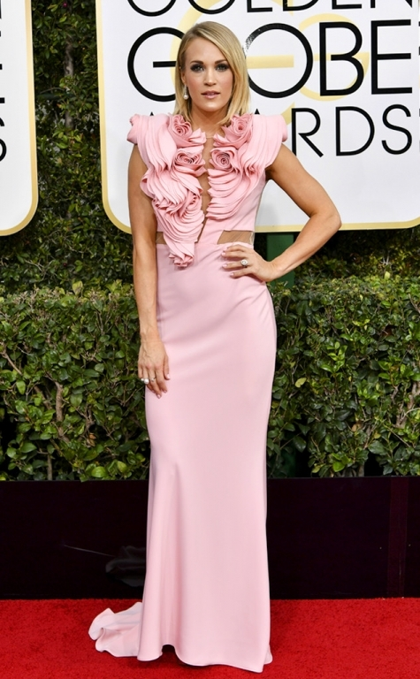 rs-634x1024-170108160733-634-2017-golden-globe-awards-carrie-underwood-1483922394493
